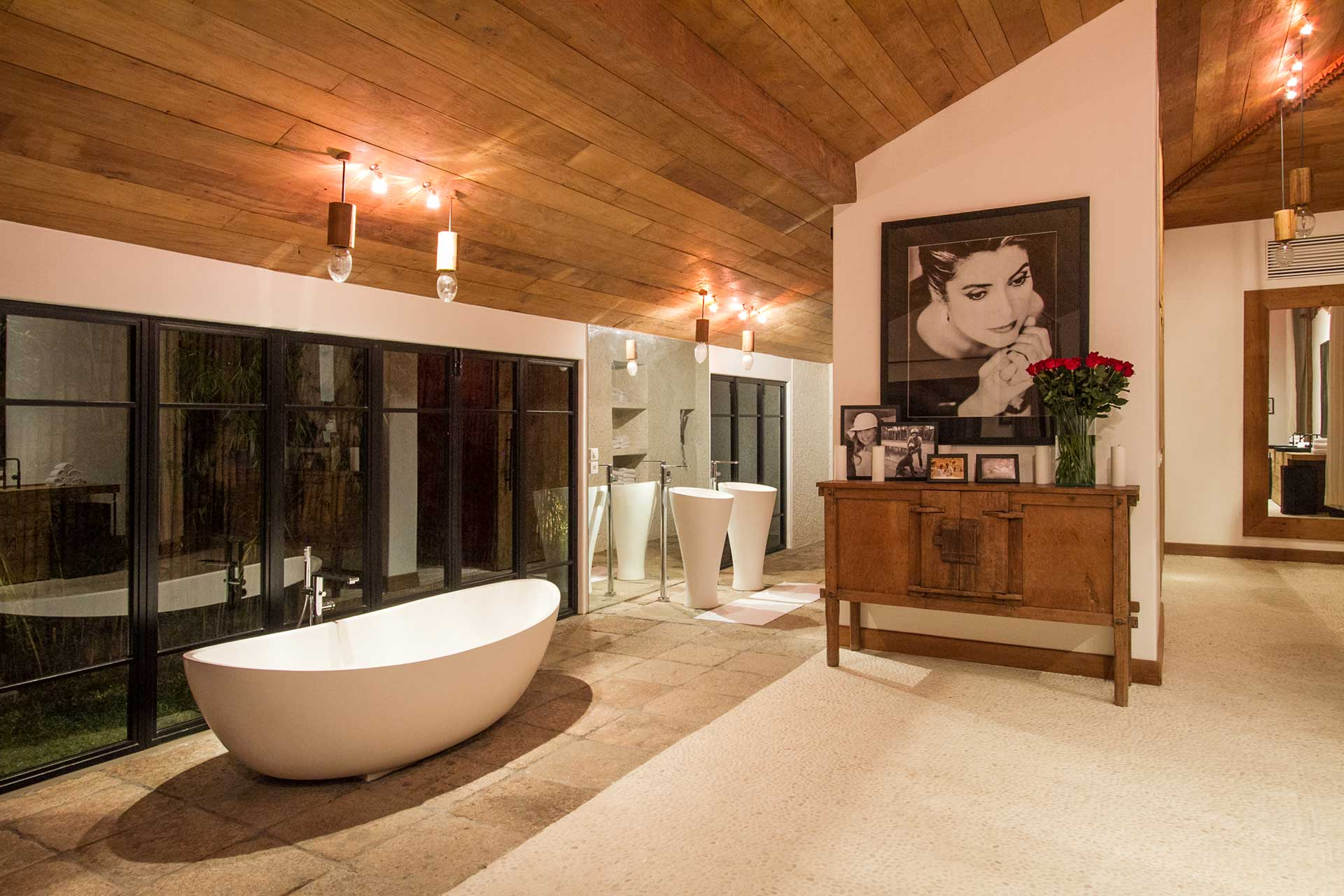 Grand Master Suite's bathtub